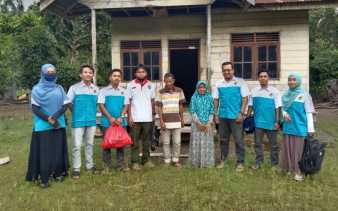 KNPI Rohil Berbagi, Kali Ini Bantu Janda Anak dua di Kecamatan kubu