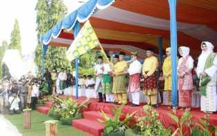 Gubri Lepas Pawai Ta'aruf MTQ Riau ke 36 di Dumai
