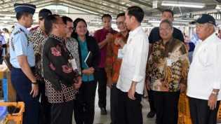 Jokowi Tinjau Pabrik Bulu Mata dan Rambut Palsu di Purbalingga