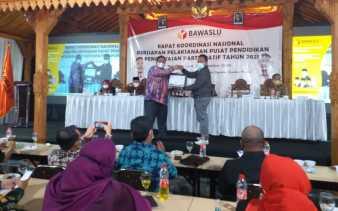 Bawaslu Riau Raih Penghargaan Upload Siswalu Terbaik Nasional Tahun 2020