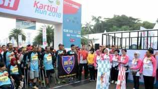 Ibu Negara IrianaLepas Peserta Kartini Run 2018 di Silang Monas