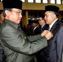 Bupati Inhil Serahkan Tanda Kehormatan Satyalancana Karya Satya Bagi 595 PNS