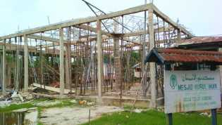 Masjid Nurul Iman, Desa Teluk Kabung, Rumah Ibadah Yang Dulu Roboh Kini Berdiri Kokoh
