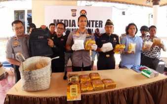 Petugas Gabungan Tangkap Tiga Kurir Bawa 14 Kg Sabu di Dumai