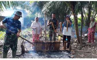 Satgas TMMD 104 Kodim 0302/Inhu Jalin Keakraban Bersama Warga Gunung Toar Kuansing