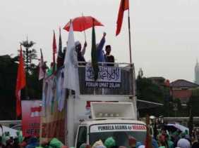 Ratusan Massa Aksi 212 Mulai Kepung Gedung DPR