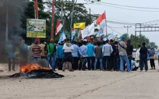 Demo di Purnama, Massa Aksi Teriak ''Pak Wali Takut''