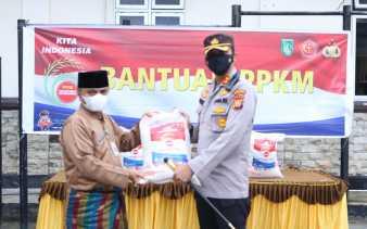 Polres Dumai Distribusikan Bansos 100 Paket Sembako ke Masyarakat Terdampak Covid-19