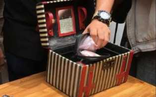 Dhawiya Simpan Alat Nyabu di Kotak Makeup Bertulisan Doa