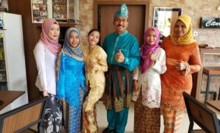 Parade Pakaian Melayu Warnai Hari Konsumen Nasional