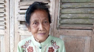 Ini Alasan Remaja 16 Tahun Nikahi Nenek 71 Tahun