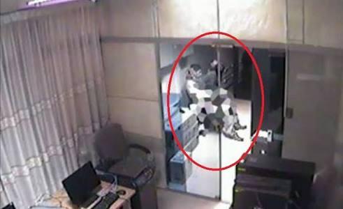 Mesum di Kantor, Oknum PNS Terekam CCTV