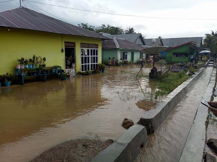 Pembangunan Jalan Tanpa Perbaikan Drainase Timbulkan Persoalan Baru Bagi Warga Tembilahan