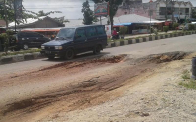 Dinas PUPR Riau Diminta Perbaiki Ruas Jalan Lintas Provinsi di Rohul