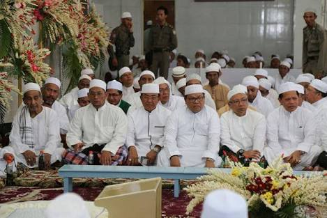 Bupati Inhil Bersama Ratusan Ribu Jama'ah Hadiri Haul KH Muhammad Zaini