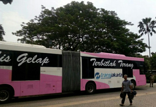 Hari Kartini, Petugas Transjakarta Pakai Kebaya