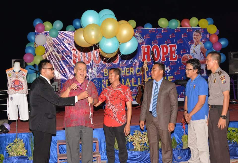 Anniversary 1st, Siak World BasketBall Club Bagikan Sembako