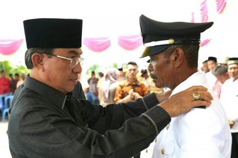 Bupati Wardan Lantik Kepala Kepala Desa Sukajaya dan Teluk Nibung