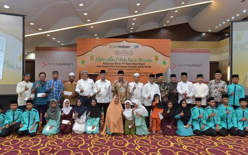 Bank Riau Kepri Gelar Buka Puasa Bersama dan Santuni 1.379 Anak Yatim