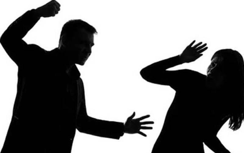 Waduh...! Digerebek di Rumah Pelakor, Istri Sah Malah Digebuki Suami