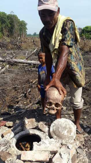 Warga Rohil Temukan Tulang Tengkorak Dalam Guci Saat Bersihkan Lahan